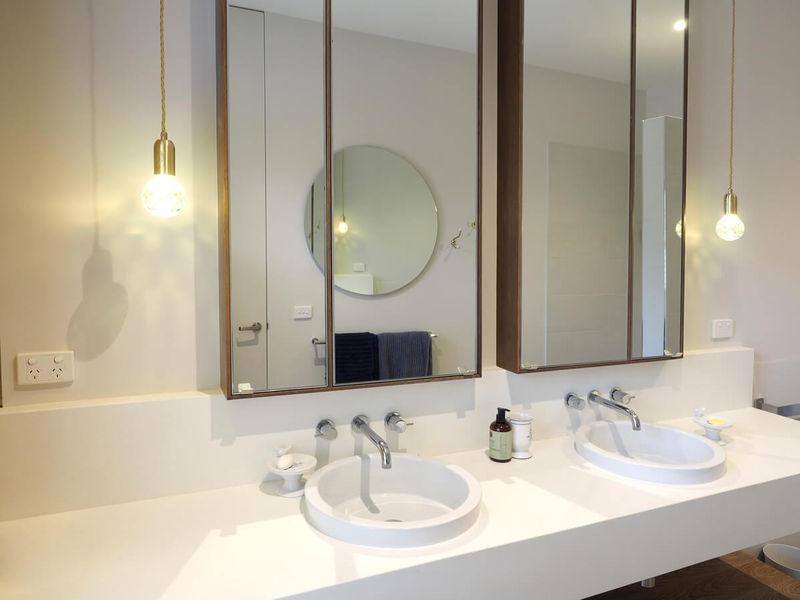 Wisteria Bath room - Luxury Accommodation in Ballarat